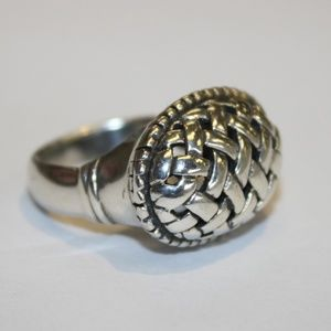 Jewelry - Unique sterling silver ring size 5.75